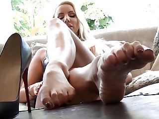 Worship lick suck wank at blondes sexy high heels and feet