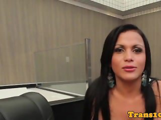 Brazilian ts beauty takes bigcock in bunda