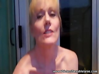 Creampie For Amateur Granny Is So Messy