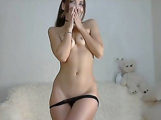 Hot teen cums on cam