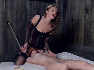 Femdom Dominica Phoenix rewards her submissive with a Face Ride