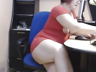 Old mature mom show her beautiful big booty