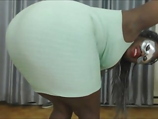 Big Booty Ebony Farting and Pissing