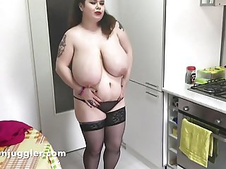 Roxanne Miller with glorious milk filled udders