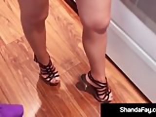 Hot Housewife Shanda Fay Gives Tongue Loving Kitchen BlowJob