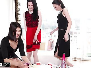 Anie Darling, Lady Dee and Angel in erotic lesbian threesome