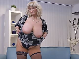 BIG mature mom need a good fuck now