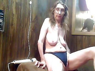 Average housewife cam girl