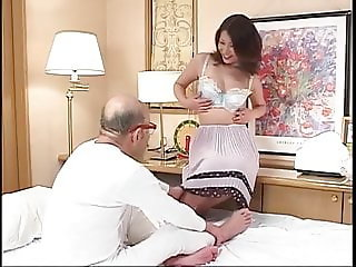 Japanese Milf Maki Tomoda sucks grandpa