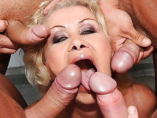 Old woman Effie gets blowbanged by 4 guys