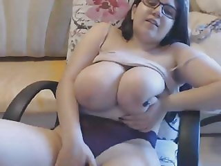 BBW German Mom Rubs Pussy on Cam