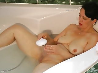 Big ass milf takes a bath and pee