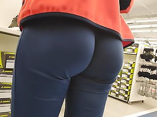 Delicious ass girls in tight sweatpants