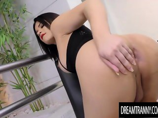 Sensual Shemale Paulinha Lima Jacks Off as a Fucking Machine Reams Her Ass