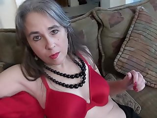 American desperate mom Olivia with hairy hungry cunt