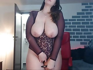 She Shows Her Huge Tits