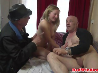 Gorgeous redlight babe gets pussyfucked