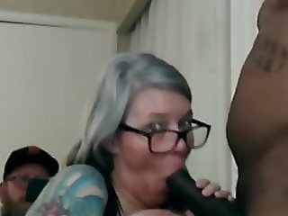 wife suckn bbc in front of hubby