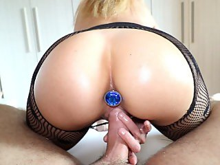 Amateur Blonde Teen Riding Reverse Cowgirl Takes a Creampie - Cumtonic