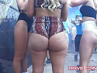 Candid Amazing blonde Pawg WOW!!