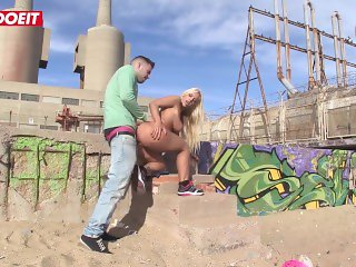 Thick Ass Blonde Having Anal Sex And Facial At The Beach