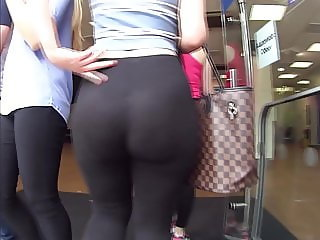 Unreal fat ass in leggings