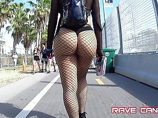 Candid Crazy Hot Phat ass on Latina OMG !!