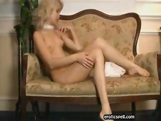 Pretty blonde chick  shows  het tits