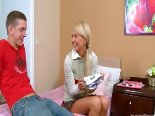 Girl in shoes butthole banged on the bed