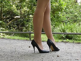 highheels walk in the park