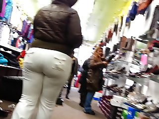Candid ghetto big bulging booty of NYC