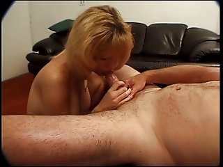 Hott whore gives her boyfriend oral