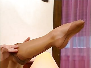 AMAZING NYLON FEET 02