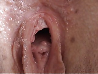 Gaping my pussy