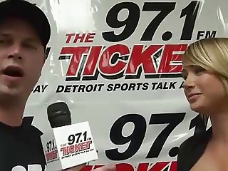 Sara Jean Underwood busty interview