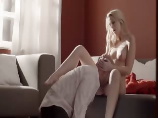 Blonde babe art fucked on the bedstead