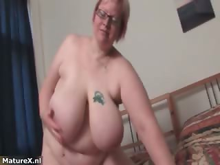 Fat mature woman gets naked and plays part1
