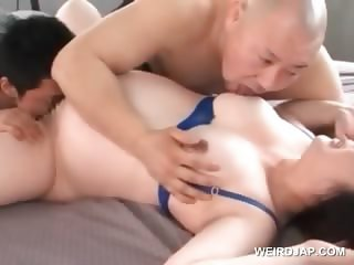 Asian pregnant babe pussy licked and rubbed in 3some