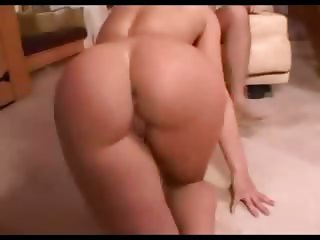 Sexy girl fucking her pussy