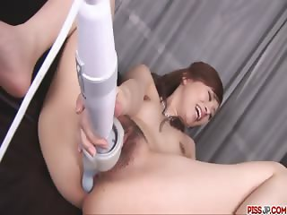 Keito Miyazawa stuffs herself up with a big dildo