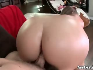 White girl with a thick round ass part3