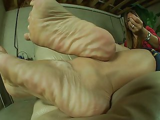 Mature feet tease