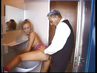 Teeny ger fucked in the toilette