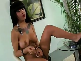Solo latin in hot heels on cam