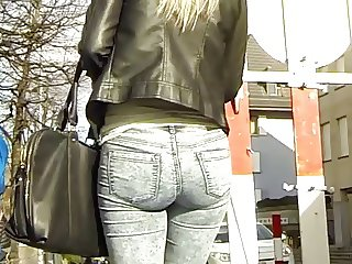 Candid - Young Blonde Babe In Tight Jeans