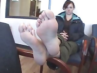 Showing her a feet in a doctor office