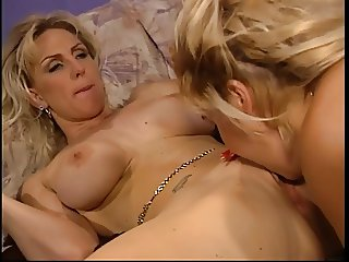Buffy licking cunt and dildo fucking
