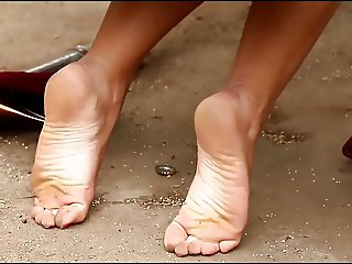 Presentation feet of a young brunette