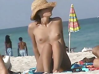 Nude Beach - lot's of Great Tits & Pussy