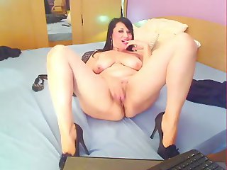 Hot sexy brunette on live